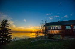 Waubay Getaway-Waterfront cabin in Northeast SD perfect for hunting/fishing or relaxing