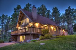 Bear Country Overlook Chalet - Upscale home overlooking Bear Country USA & close to Mt Rushmore!