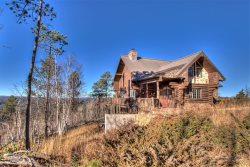 Stone Lodge-Secluded cabin with beautiful views. Near Terry Peak!