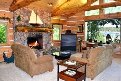 Patterson`s Place - Relax and enjoy this amazing Big Bear lakefront with dock access, wifi, outdoor deck and BBQ