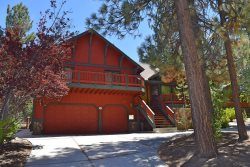 Alpenweg Cabin is a beautiful Big Bear cabin rental located in the Fox Farm neighborhood, and creates a wonderful setting for a family vacation.