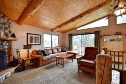 Bear Vista Retreat is a beautiful hillside Big Bear Vacation Cabin rental that is perched just above Bear Mountain Ski and Golf Resort.