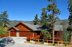 Moose Lodge is a lodge-style Vacation Cabin in Big Bear with gorgeous lakeviews and an outdoor hot tub overlooking Big Bear Lake with plenty of room for entertaining.