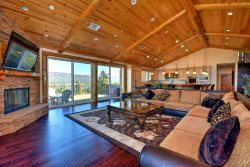 Grand Views, An Extravagant Vacation Cabin with Sky High Lakeviews