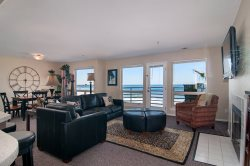 IBClub 210 - Direct Oceanfront 2 Bedroom with Beautiful Interior
