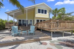 Sunset Cottage - Amazing Beachfront 4 BR Cottage with Private Beach and Great Outdoor Space