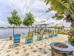 Harbour Breeze offers Breathtaking Bay Views close to everything in the Pier area
