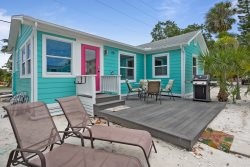 Starfish Guest Cottage adorable 2 BR Gulf View Pet Friendly
