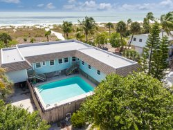 Nicely decorated Duplex with a spectacular view of the Gulf of Mexico.