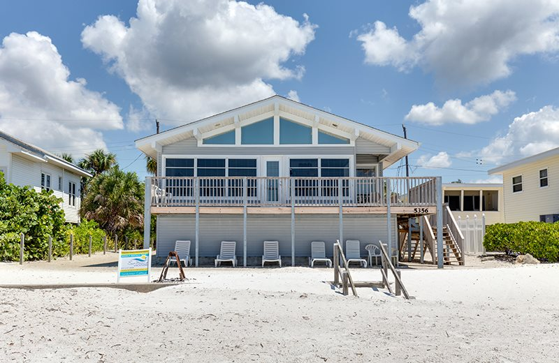 Sun palace vacations seabreeze cottage rental on ft for Fish house fort myers beach
