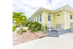 Nicely Renovated Fort Myers Beach Vacation Home with upscale Decor and Amenities