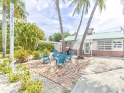 Adorable Pet Friendly 2 BR Updated Island Cottage with screened lanai and brand new pool