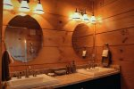 Elk Lodge King bathroom