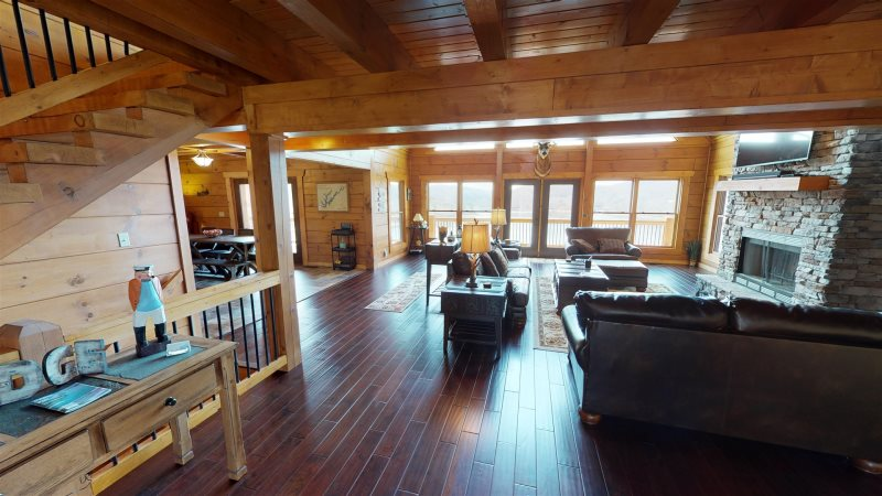 Large Family Vacation Home Rental on Norris Landing Marina