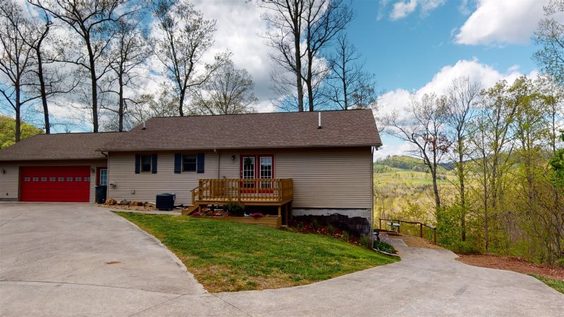 Secluded 3 Bedroom Cabin Rental in Norris Lake TN | Pet Friendly