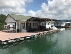 Super Dock -Floating House on Norris Lake- Family Friendly