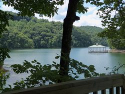 Lakefront Log Cabin- Private Dock-Easy, Year-Round Access to Norris Lake