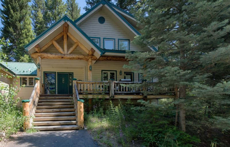 Sharlie's Nest - Second Tier Home at Payette Lake with WiFi