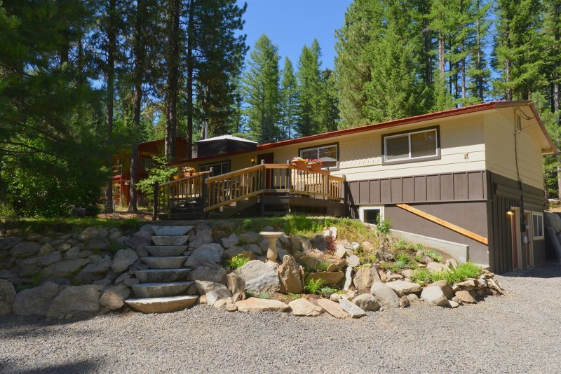 Payette River Cabin - Private Hot Tub, Game Room, Walking Distance