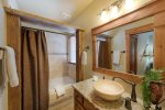 Guest bathroom 1.