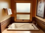 Lazy M Villa - Master Soaking Tub