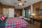 Moose on the Loose - Mid Level Bedroom EnSuite with Queen Bed & Single