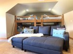 Pine Ridge Paradise - Loft with Bunks