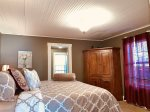 Red Lodge Town Cottage - Upstairs Loft with 2 Queen Beds