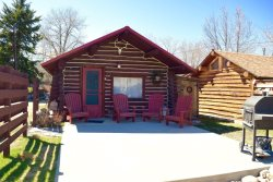 Baby Bear Cabin ~ Romantic Getaway for Two!