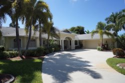 Casa Libra - Cape Coral 3b/2.5ba  luxury home w/electric heated pool, gulf access canal, HSW Internet, Boat Dock w/Tiki Hut
