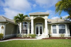 Lazy Daze - SW Cape Coral Waterfront Pool Home with electric heated pool and spa,