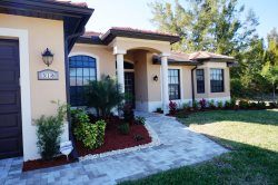Lake Serenade - Cape Coral 4br/2ba home w/electric heated pool, on a wide Fresh Water Canal, nicely brand new furnished, HSW Internet,