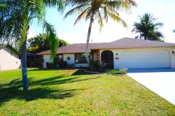 Villa Sunrise - Cape Coral 3/BR, 2/Ba electric heated pool home, HSW Internet, Off Water Property, quite neighborhood close to shopping