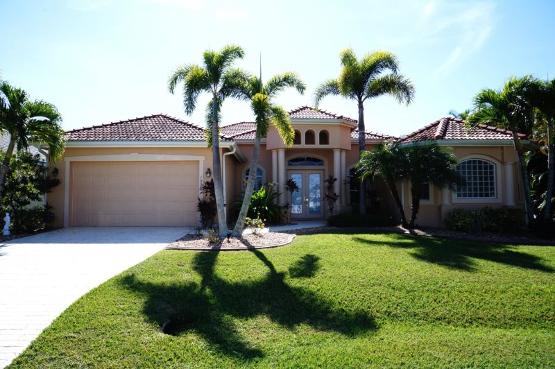 Villa Blue Water   Cape Coral 4b/3ba Luxury Home W/electric Heated  Pool/spa, Gulf Access Canal, HSW Internet, Boat Dock + Tiki Hut