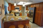Fulle equipped kitchen with breakfast bar