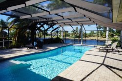 Casa DeLo - SE Cape Coral 3b/2ba/Den, Oversized 40ft long Elect Heated Pool, Gulf Access Wide Intersection Canal, HSW Internet