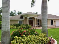 Lucky Pelican - SW Cape Coral 3b/2.5ba Electric Heated Pool & Spa, Gulf Access Canal,  Boat Dock, HSW Internet