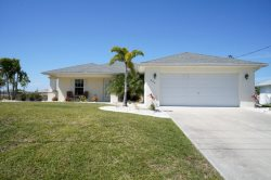 Villa Marr - Cape Coral 3b/2ba  home w/solar heated pool, Fresh Water Canal, HSW Internet,