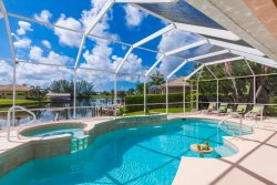Evergreen by the Sea Cape Coral Vacation Home, perfect for young families, Pool and Jacuzzi,Kayak,High Chair,Stroller, Pack and Play