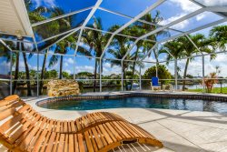 Sunset Point, centrally located near Midpoint Bridge in Cape Coral easy access to Del Prado, 10 min distance to gulf