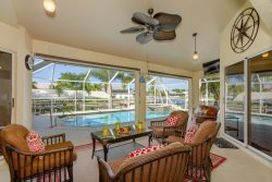 Pineapple Palace - Waterfront Living at its Best - Pet Friendly -