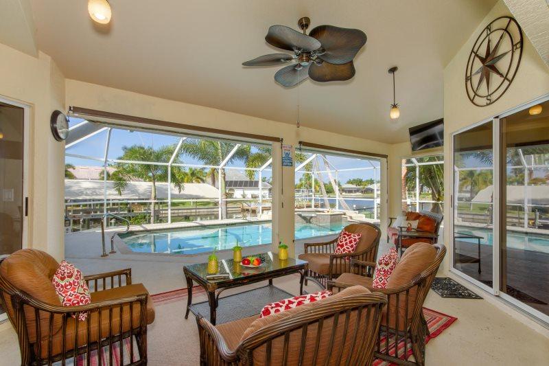 Pineapple Palace| Florida Vacation Rental | Cape Coral | Vesteva