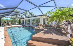 Sunset Lagoon - Rock Pool with Jacuzzi in Walking Distance to Yacht Club