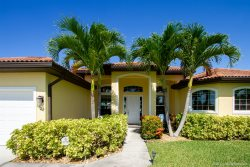 Paradise Palms - Luxury Home in SW Cape Coral  - with Bikes - Kayaks - Foosball table