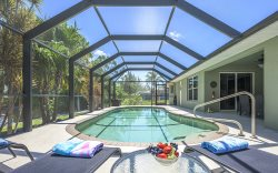 Dolphin's Cove - Beautiful Vacation Home Cape Coral