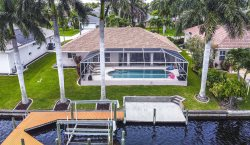Flip & Flops - Amazing location with Boating Access, & Kayaks