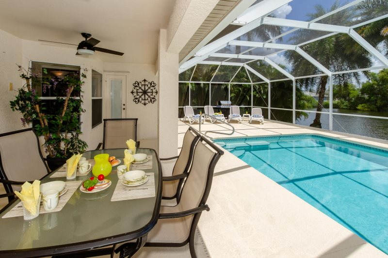 Alecia 4 Bedroom Villa With Tropical Garden Pool And Gulf Access