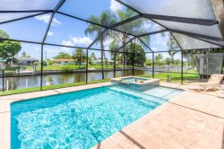 Sunshine-Erin - Minutes to Downtown Cape Coral