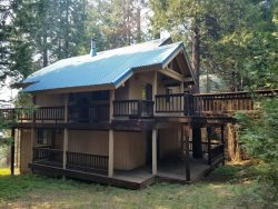 Cozy home located in Ockenden Ranch, Large deck great for entertaining!