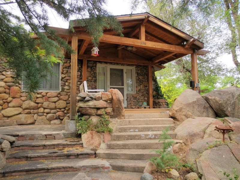 in oak az rent butterfly and cheap vacation rental cabin sedona breakfast bedroom near cabins for home bed creek private lodging rentals three